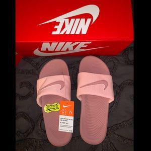 Pink sparkly Nike slides💎